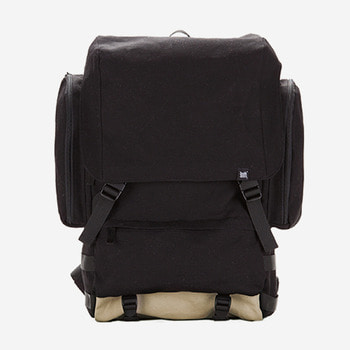 브라운브레스RESISTANCE BACKPACKBLACK