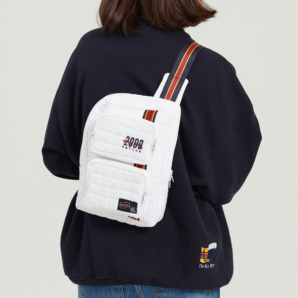 로맨틱크라운 Padded Sling Bag_white