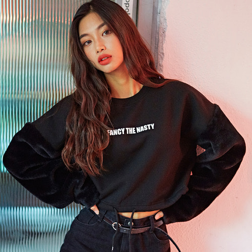 네스티킥[[NSTK] NSTK FUR ARM CROP SWEATSHIRTS (BLK)